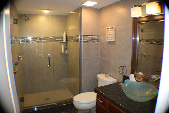 Luxury 2/2 Condo with HEATED Pool and Hot tub! - Seminole - Lyxvåning