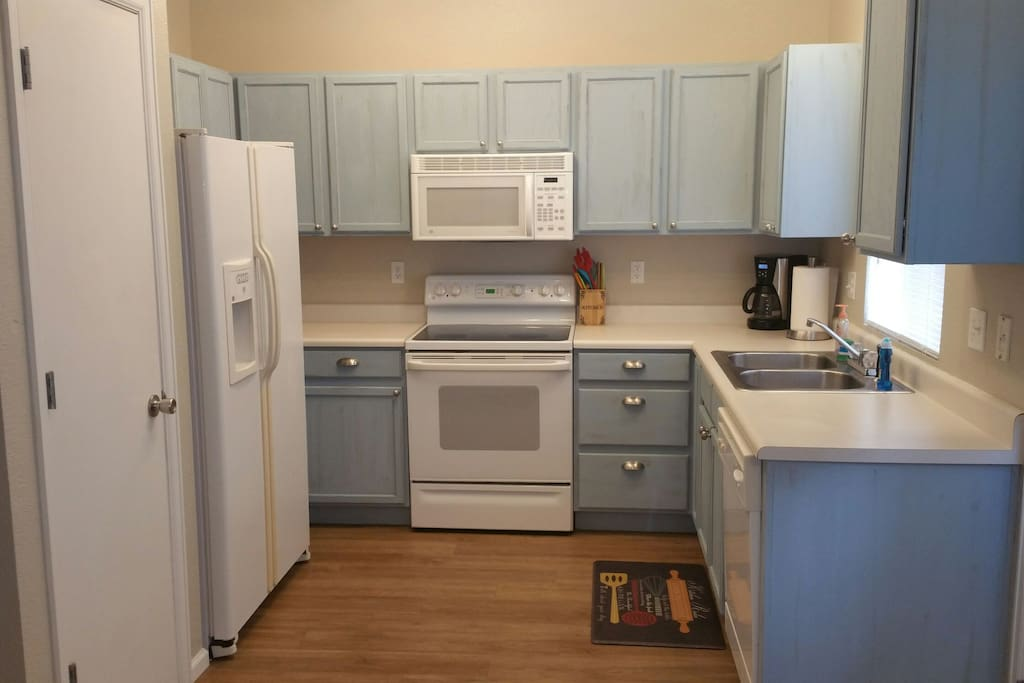 Full kitchen with ice & filtered water on fridge, dishwasher, micro, smooth top stove/oven &  pantry