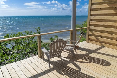 Beautiful Oceanfront Cabana on Thatch Caye