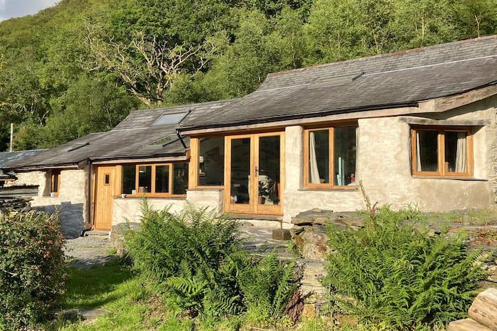 Hand Crafted Studio in secret Snowdonia Valley