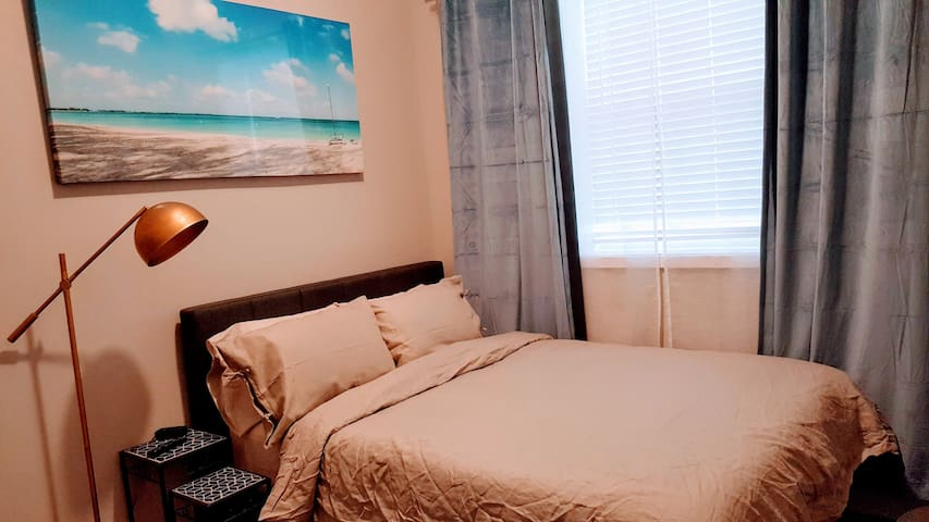 Luxury furnished studio in Lincoln Park 6