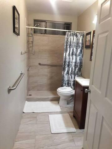 La'delias Villa Room 3/Own Private Bath/Toilet