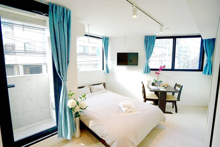 4 minutes to Shinjuku: New Tokyo Apartment 201