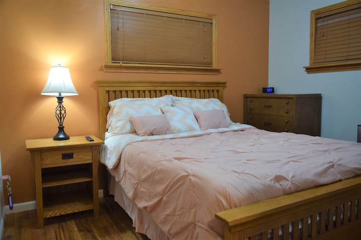 Pleasant Room w Queen Bed Near Most Highways