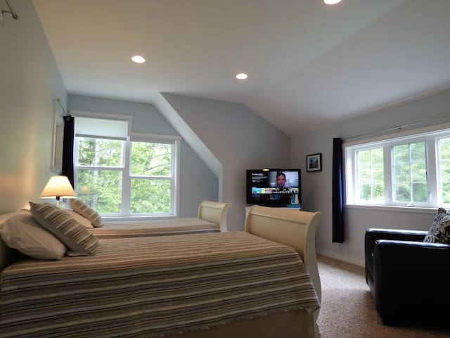 Additional upstairs bedroom with twin beds overlooking the forest.