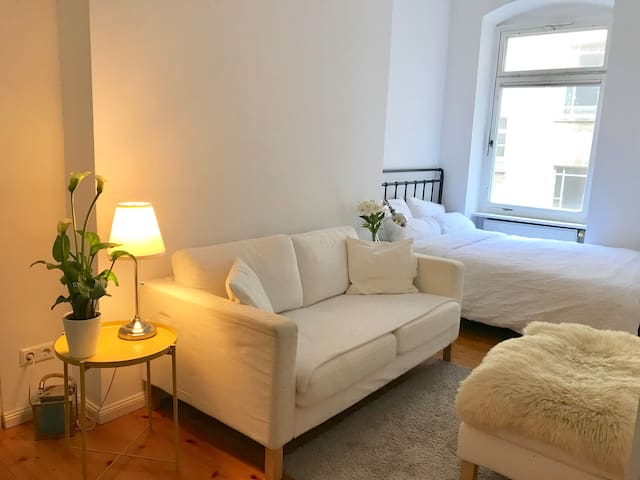 Central room in charming street in Prenzlauer Berg