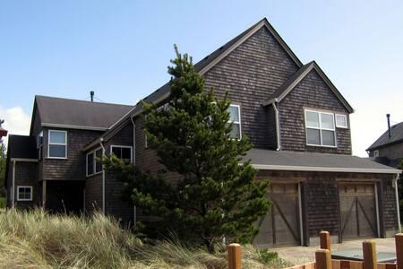 """Beach Retreat"" cute home, trails to beach, WIFI - Pacific City - Townhouse"