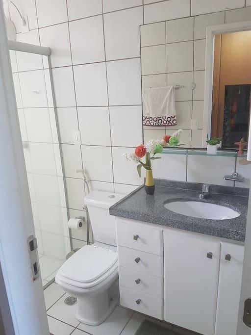 banheiro da suite com banho quente