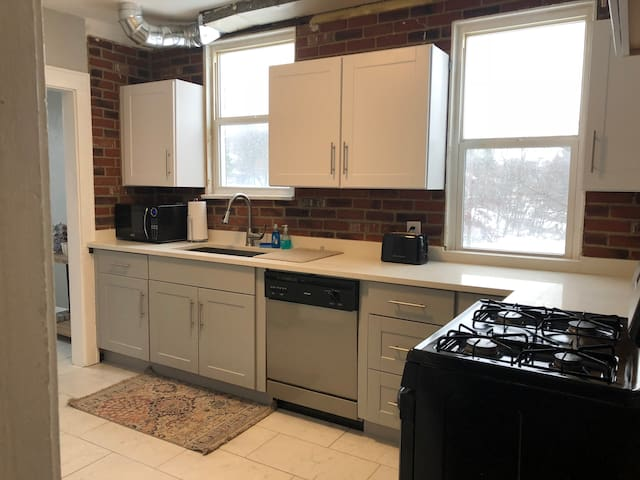 First Floor Apartment, Close to Downtown