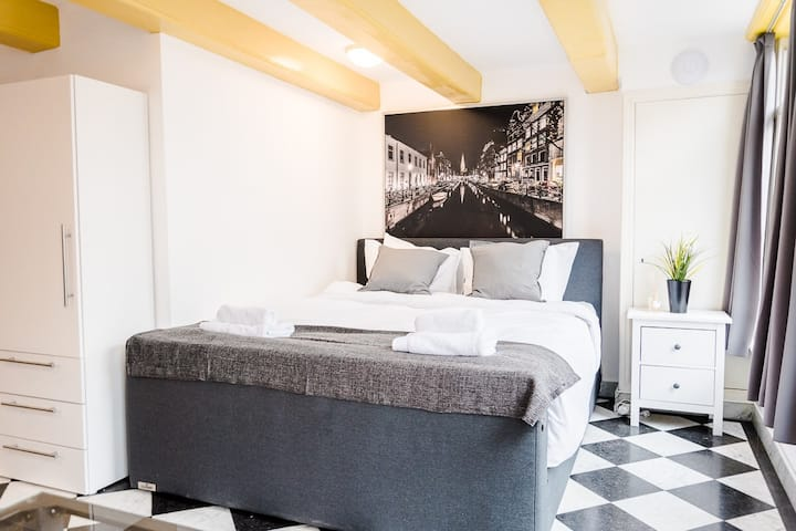 Luxurious Canal House studio | City center