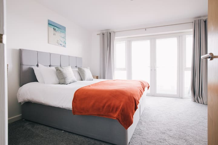 Bedroom 2 has a super king bed that can be split into 2 singles. It also has an en-suite
