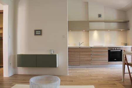 Stilvolles Apartment in Top Lage - Banjol - Wohnung