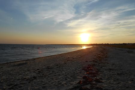 Cape Cod-Harwich Port/Walk to Bank St/Merkel Beach - Harwich
