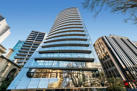 St Kilda Rd Luxury Appt/1 Private Bed in a 2 Bed