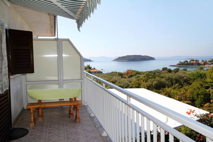 Two bedroom apartment with terrace and sea view Prižba, Korčula (A-219-b)