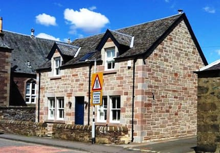 Fire Station Cottage - Comrie - House