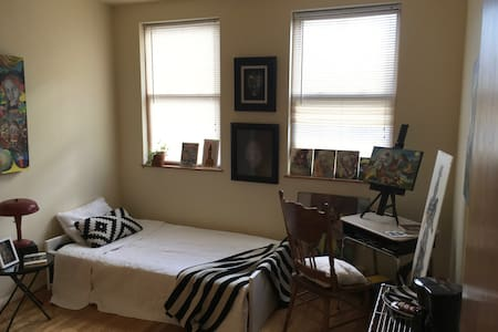 Cozy artist's atelier and bedroom in Greenpoint. - Brooklyn - Apartamento
