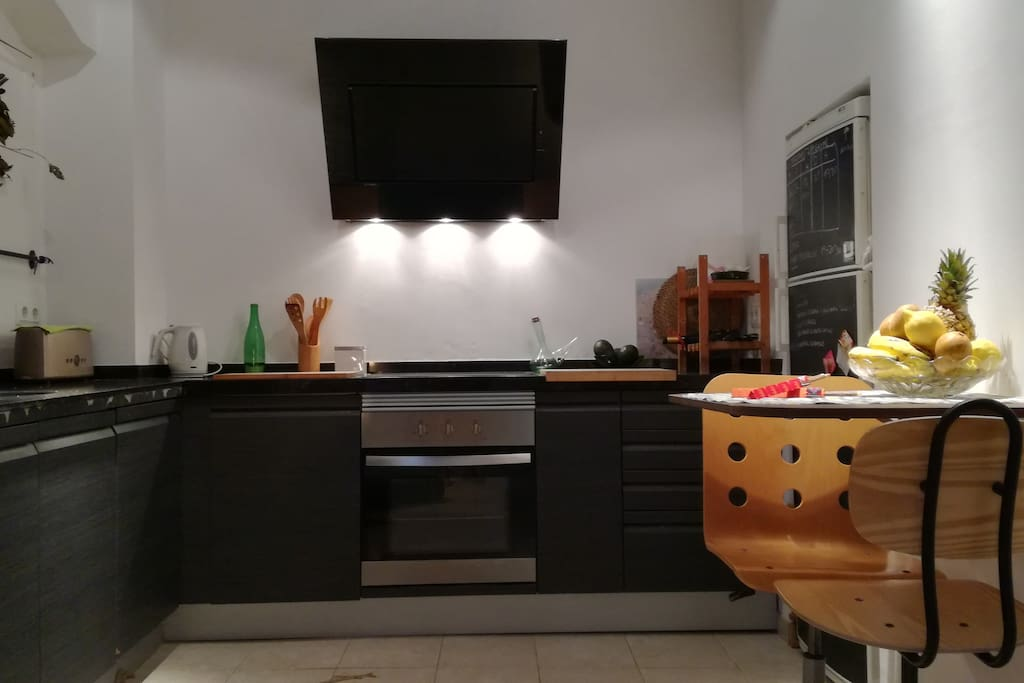 that kitchen is like an spacecraft