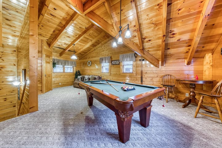 Peaceful wooded cabin w/ a private hot tub, backyard stream, & shared pool