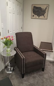 Cozy Modern Organized  One Bedroom! - New Carrollton - Casa