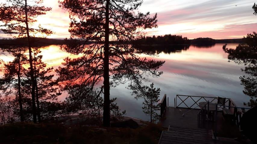 Kesämökki - upea järvinäkymä. Cottage with view