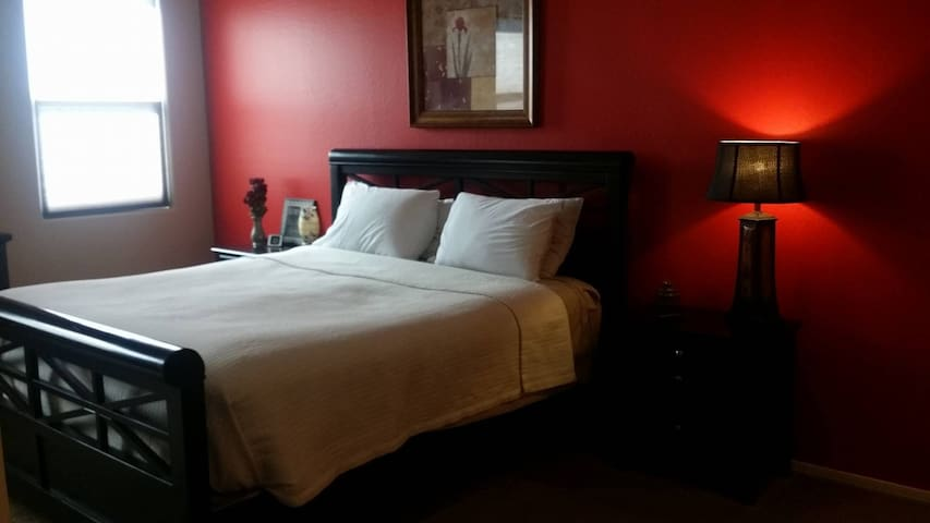 Your Home Away From Home In The Master Suite - Queen Creek - House