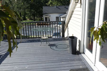 Private upstairs apartment in quaint Waxhaw