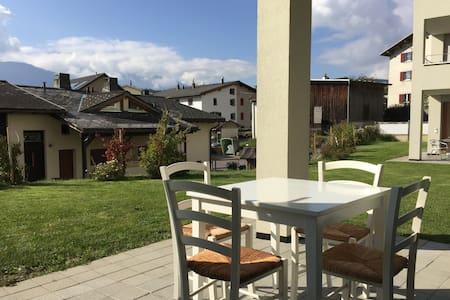 Stilvolle Wohnung für Geniesser - Trin - Huoneisto