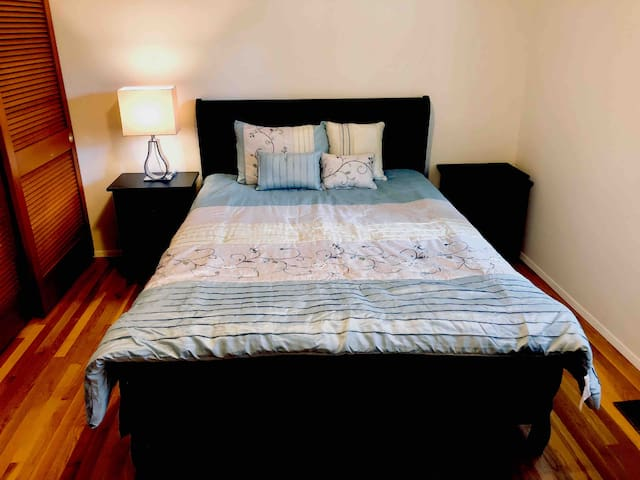 Clean guest room with new furniture 家庭旅馆 -1