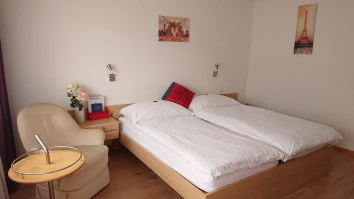 Double Zimmer mit Balkon; City Hotel Wettingen