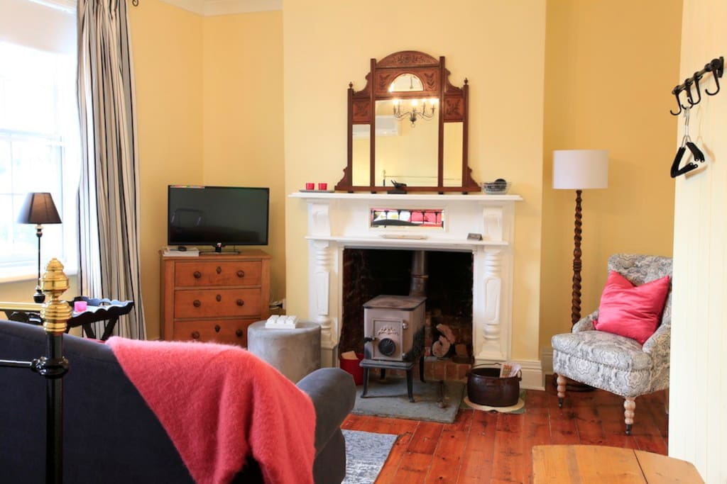 Refurbished cosy lounge room