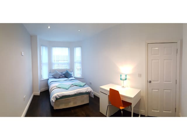 5) 8-min to Centre. Clean, Sharp and Modern Rooms! - Liverpool - Dům