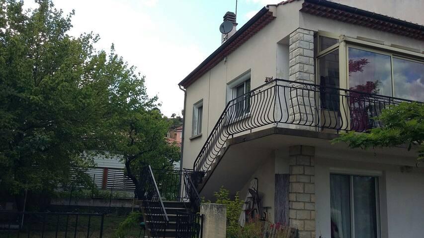 Chaleureux  haut de villa de 90m2 - Peyruis - Ház