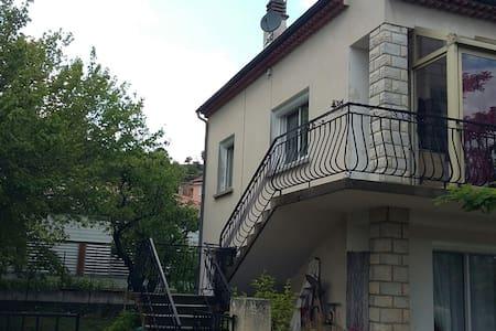 Chaleureux  haut de villa de 90m2 - Peyruis - Dom