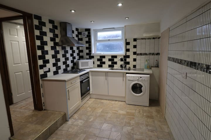 STUNNING 1 BED FLAT NEAR THE CITY CENTRE
