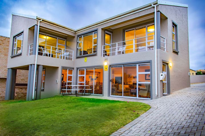 Modern Holiday House