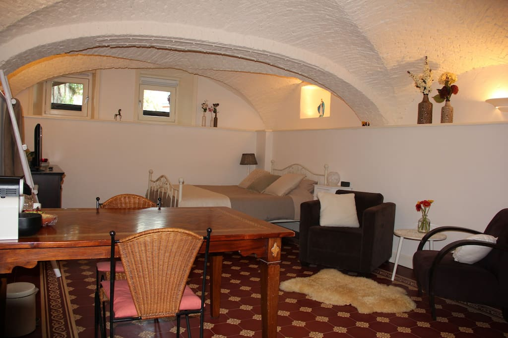 Beautiful basement room in monument zur miete in zwolle for Beautiful basements pictures
