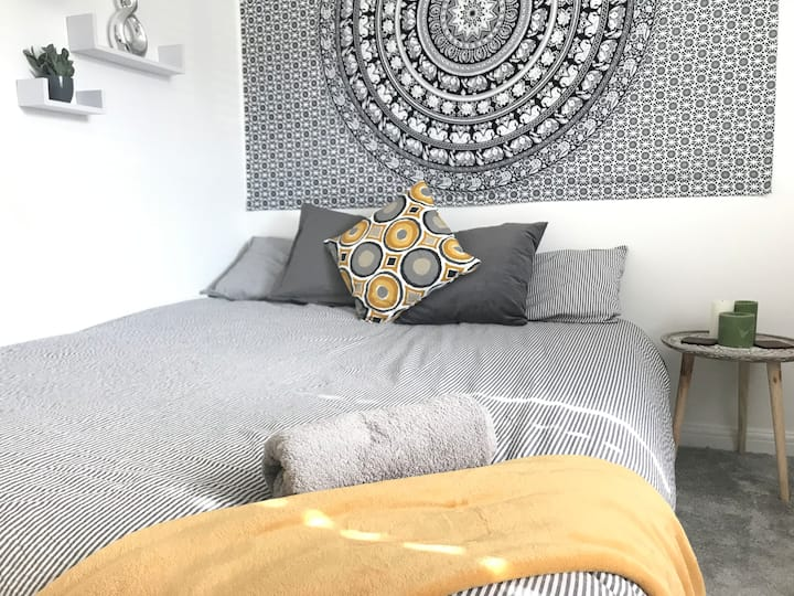 Hill View Guest Room|Plant Based Retreat