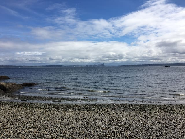 Vacation Home on Rockaway Beach (Upper Floor) - Bainbridge Island - Apartment