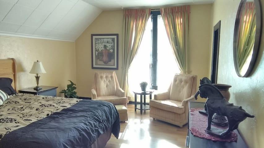 SweetGum Flats @ Hawthorne A, large mini suite.