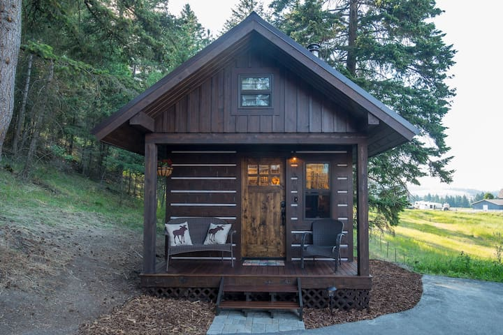 Pine Lodge Luxury Tiny House