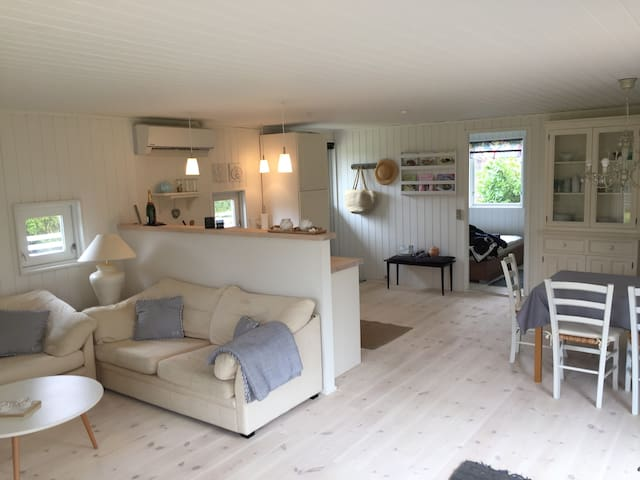 Perfect getaway 600 metres from beach and town. - Hornbæk - Chalet