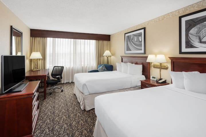 Welcome to the Capitol Plaza Hotel & Convention Center Jefferson City.  Located in heart of this vibrant capital city.
