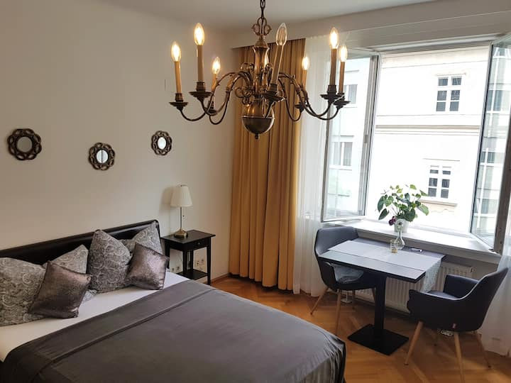 Stay in the City Center - Stephansplatz - Vienna