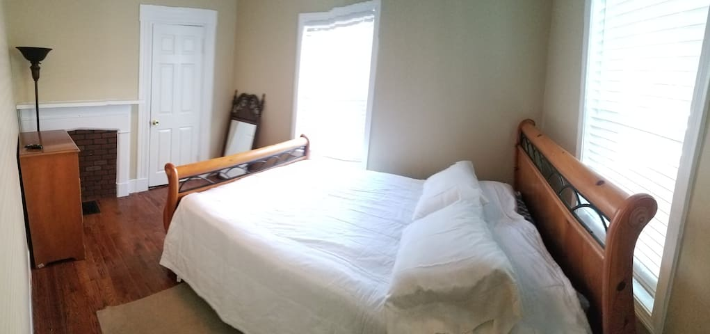Perfect room near Framingham State!