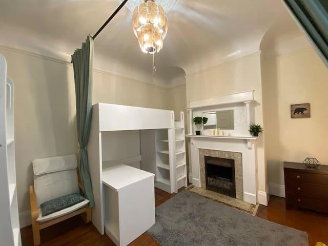 Richmond Startup House: Semi-Private Room