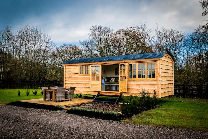 Ockeridge Rural Retreats - Shepherds Hut