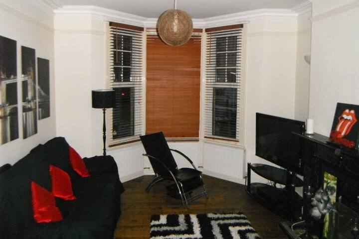 Lovely cosy double room near amenities