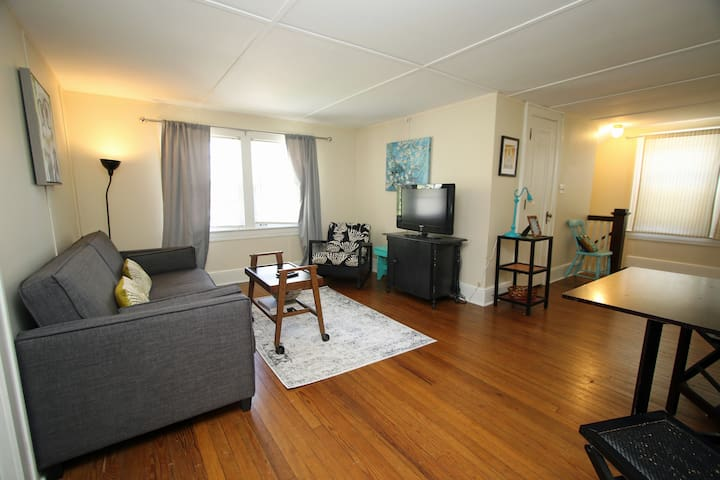 Cute and quirky single apartment in St. Matthews
