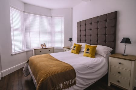Comfortable Double Room Near Barry Island